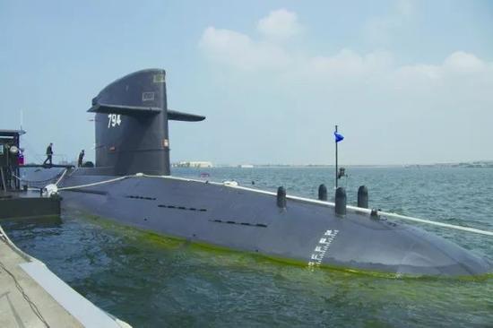 """台军现役""""剑龙""""级潜艇"""