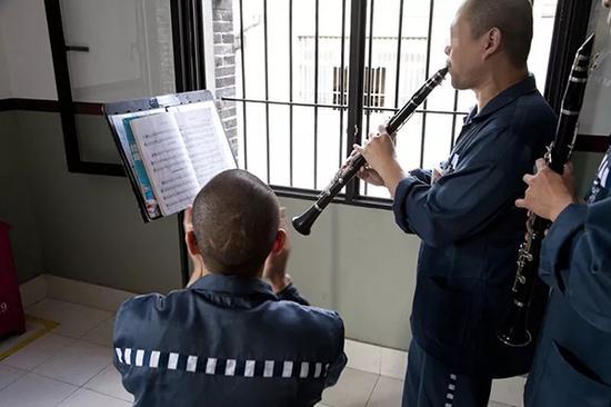 艺术团成员在练习。提篮桥监狱供图