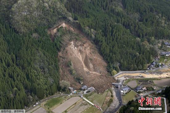 日本大分县山体滑坡致1死5失踪 或再有垮塌