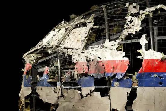 复原的MH17航班残骸