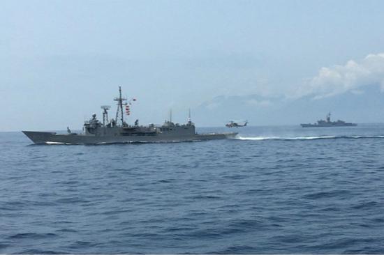 图为台湾海军联合操演。(图片来源:台湾《联合报》)