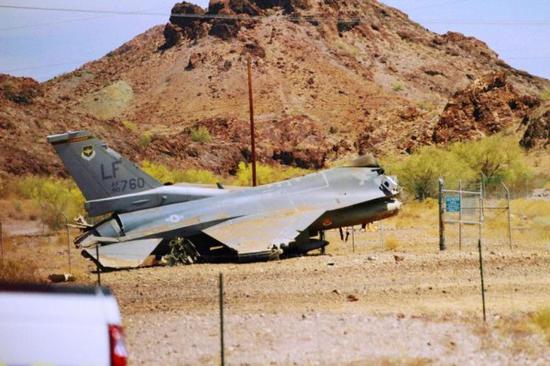 美军一架F-16战机坠毁(图来自美联社)