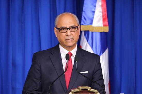 多米尼加共和国政府当地时间4月30日晚间宣布,多米尼加与中国大陆建立外交关系。 新华社发(多米尼加共和国总统府供图)
