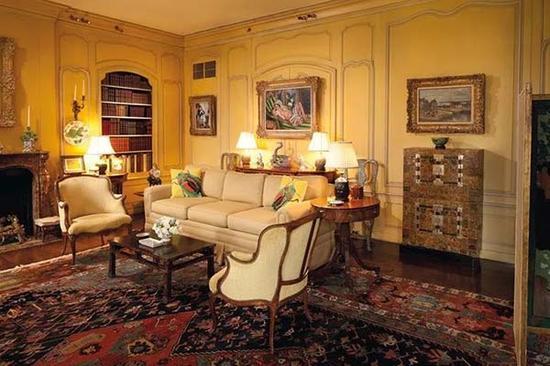 马蒂斯《侧卧的宫娥与玉兰花》此前悬挂于洛克菲勒家族哈德逊松林大宅的客厅中