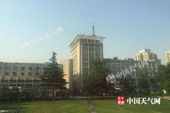 今晨,北京阳光倾洒,天气晴朗。