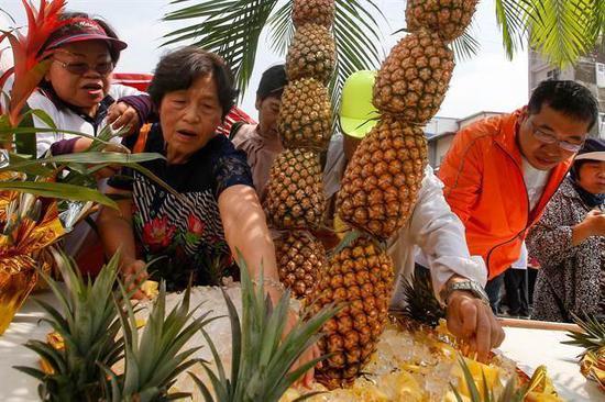 台湾凤梨的批发价大幅下跌(图片来源:《中国时报》资料照)