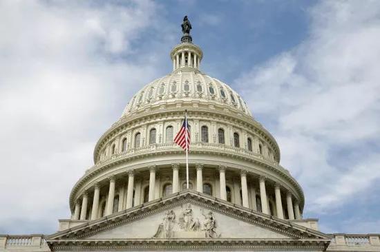 """美国联邦众议院军事委员会10日通过所谓""""2019财政年度国防授权法""""草案,鼓吹加强台湾自卫能力。(图片来源:台湾东森新闻云)"""