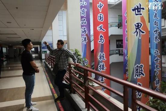 曼吉达这天也在义乌商贸城转了一下午。在寻找合适的卫浴产品时,他和一位中国做卫浴批发的老板谈起了业务。