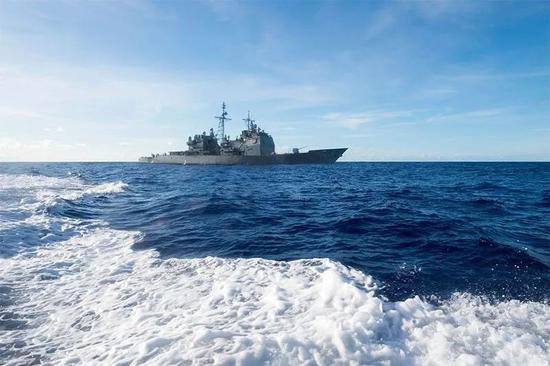 CG54安提坦号巡洋舰在菲律宾海,摄于5月10日