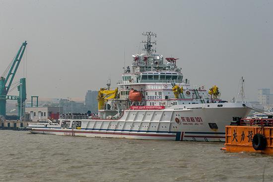 演习现场,参与救援的船只。