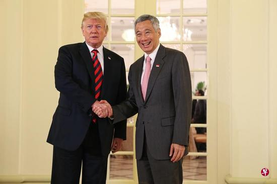外媒:特朗普与李显龙举行会晤 并共进午餐