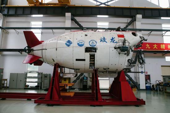 """我国自主研制的第一台深海载人潜水器""""蛟龙""""号 李昊 摄"""