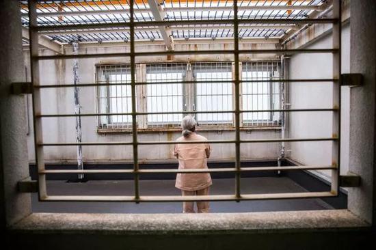 日本监狱里的老人。