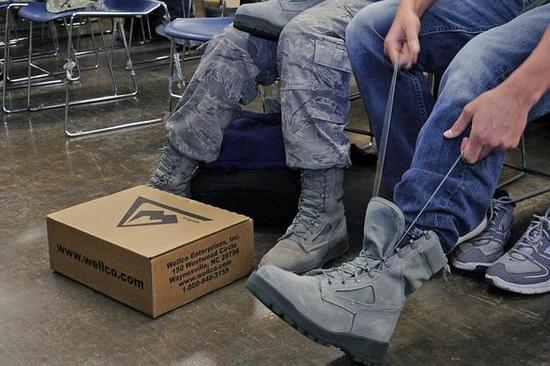 美国空军穿Wellco军靴(资料图,图源:美国空军官网)