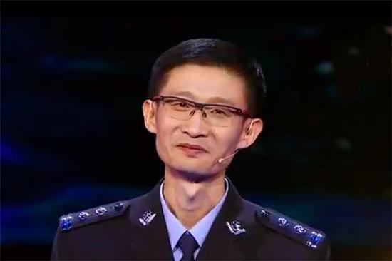 夏鸿鹏在中国诗词大会上。视频截图