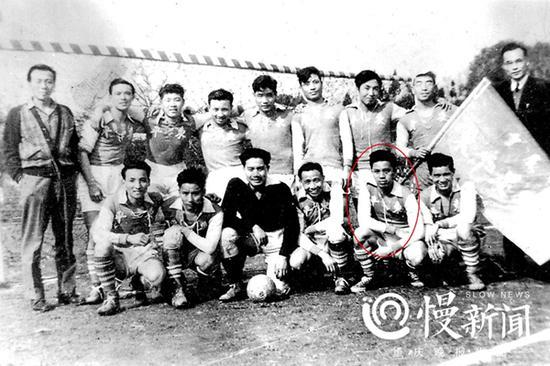 1946年东平足球队(前排右二为曹越华)