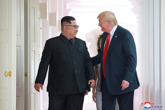 美国总统特朗普和朝鲜国务委员会委员长金正恩6月12日在新加坡举行会晤。视觉中国 图