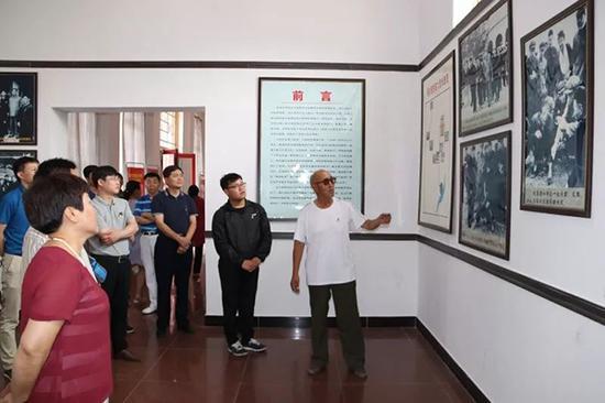 党支部活动之参观周总理视察纪念馆