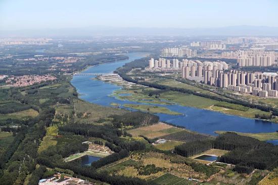 航拍与北京仅一河之隔的三河市燕郊 摄:饶强