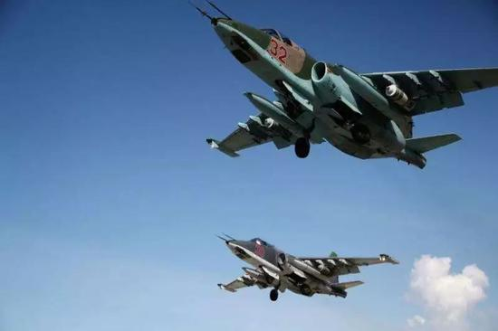 ▲图为驻叙俄军装备的苏-25攻击机