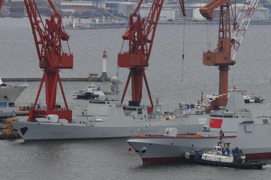 055型驱逐舰配有112个垂发单元