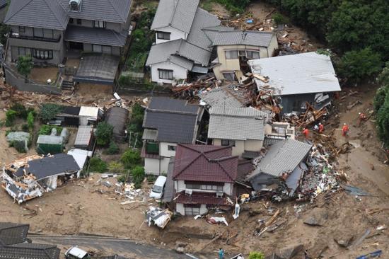 日本暴雨来袭时安倍正开晚宴 被批应对不利(图)