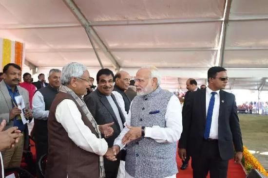 ▲材料图片:2017年12月26日,印度总理莫迪回到家乡古吉拉特邦参与新一届政府机构人员宣誓就职典礼。