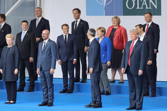 北约各成员国领导人峰会合影(图:路透社)
