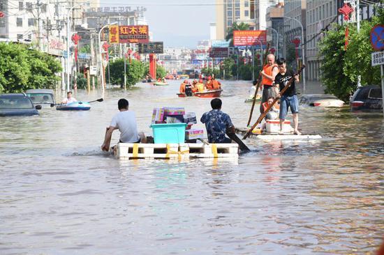 汕头政府通报暴雨灾情:55镇受灾 多地内涝超1米深