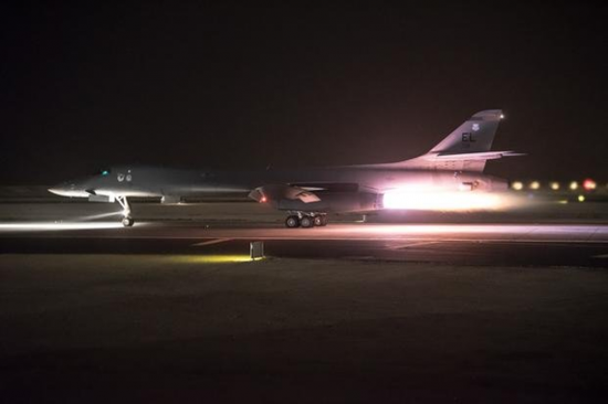 资料图片:参与空袭叙利亚的美军B-1B轰炸机从乌代德空军基地起飞。(图片来源于网络)