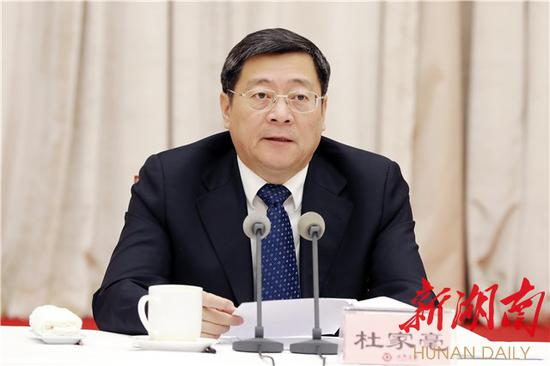 Du Jia, Secretary of the Provincial Party Committee in Hunan, attended the symposium and delivered a speech.