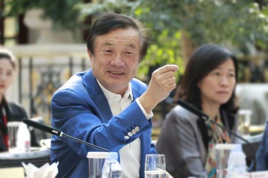 1月17日,華爲公司總裁任正非在華爲深圳阪田基地接受媒體採訪。(新華社發 圖片由華爲提供)