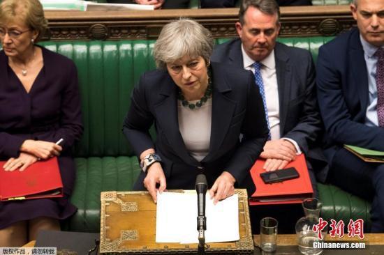 """資料圖:當地時間3月13日,英國首相特雷莎·梅在議會下院發表講話。據報道,國議會以312-308票否決""""無協議""""脫歐,接下來議會14日將再度表決是否要延長里斯本條約第50條,延後脫歐時間。"""