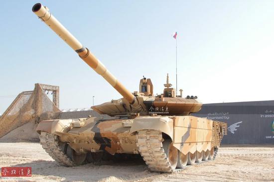 资料图:参加沙漠测试的T-90MS坦克。