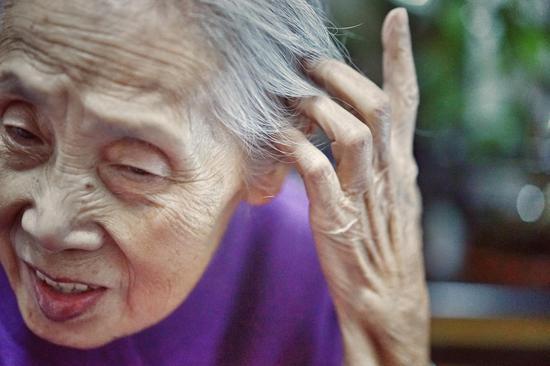 屈菁菁镜头下的奶奶
