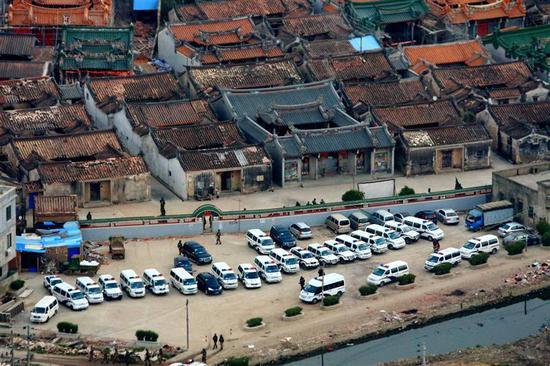 """广东警方清剿制毒""""第一大村""""博社村,其地势凌乱,不了解的人很简略迷路。 图像来历:新华社"""