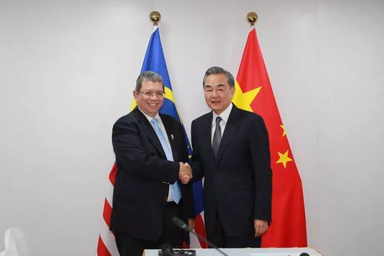 王毅会见大马外长:乐见东海岸铁路项目复工|王毅