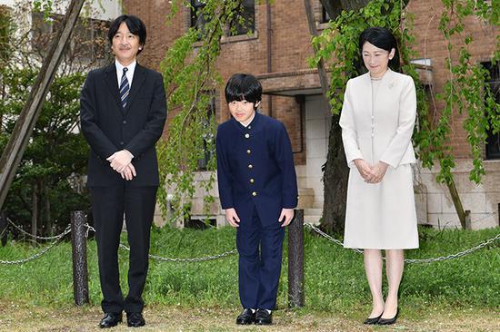 德仁仅有女儿日本犯愁下任天皇人选 安倍表态|安倍