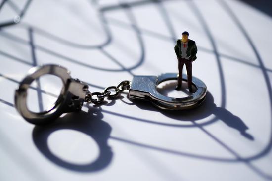 利用网约车软件漏洞非法牟利50多万 一家子被判刑|非法占有