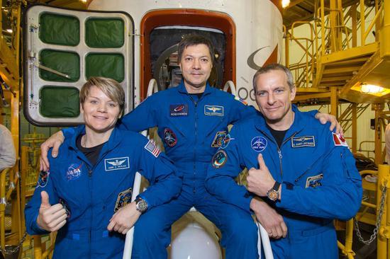 """麦克莱恩曾多次参与太空任务,NASA将其称为""""顶级宇航员""""(最左为麦克莱恩) 图自NASA"""