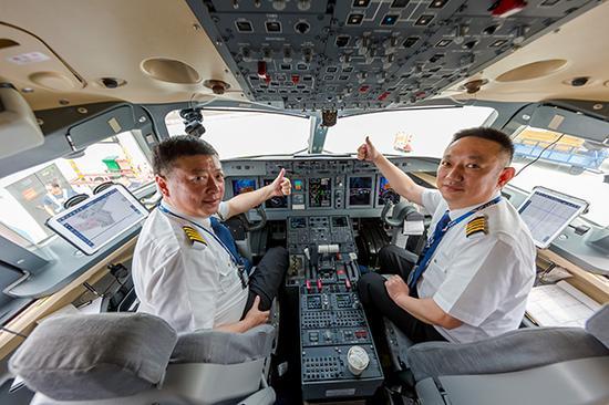成皆航空总司理查光忆亲任ARJ21飞机年夜兴机场试飞使命机少。
