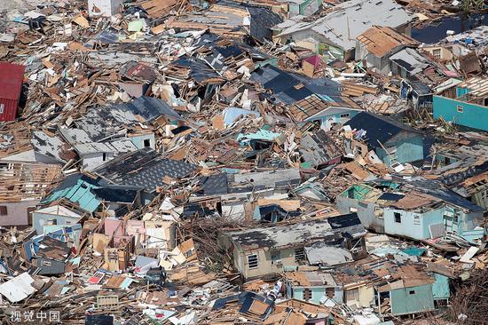 """本地工夫9月4日,飓风""""多利安""""登岸后的巴哈马群岛。图/视觉中国"""
