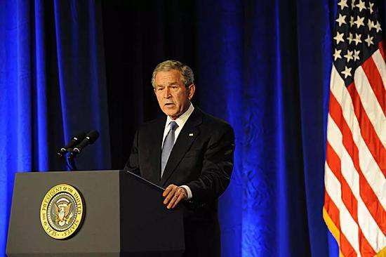 ▲材料图片:2008年3月19日,好国时任总统布什正在五角年夜楼颁发伊推克战役5周年发言。(新华社)