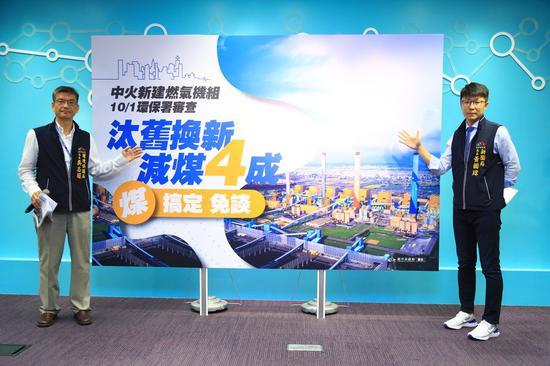 台中市环保局长吴志超(左)、台中市新闻局长黄国玮 图源: 《联合报》
