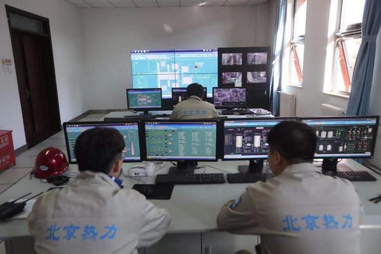 博彩周年庆,武都中队开展辖区消火栓熟悉保养活动