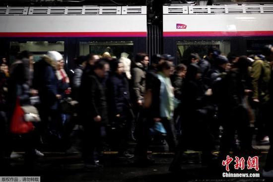 法罢工影响圣诞出行?法铁:可保证半数乘客出行