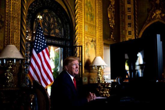 ▲上个月,特朗普总统在佛罗里达州棕榈滩的海湖庄园接受记者提问。图据《纽约时报》