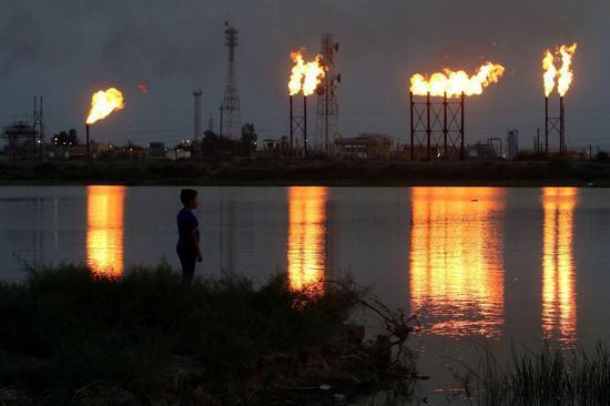 伊拉克巴士拉北部的一个油田。图据《华尔街日报》