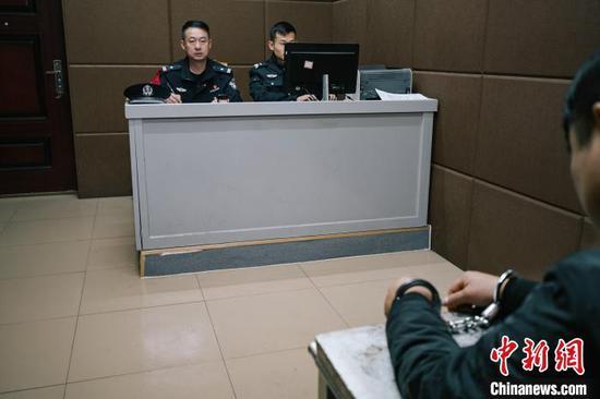 广西缉逃能手1年抓55逃犯 工作之