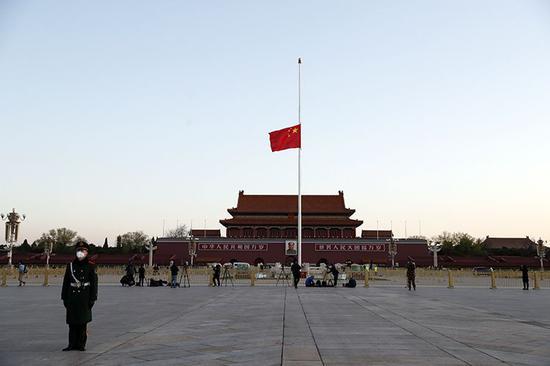 天安门广场升旗仪式。